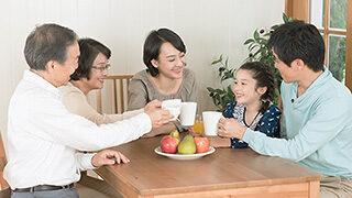 3世代家族の団欒